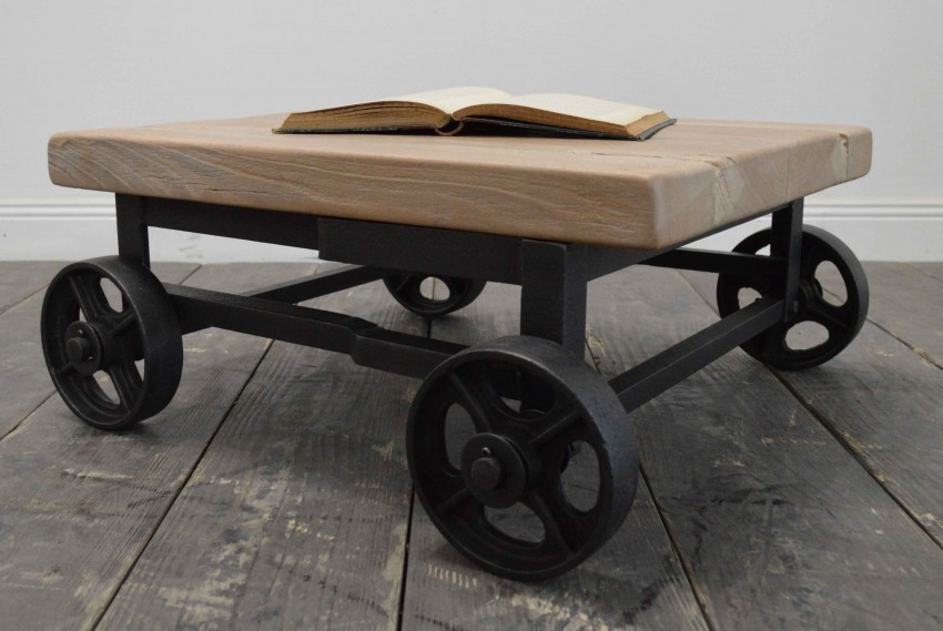 Table basse chariot d'usine