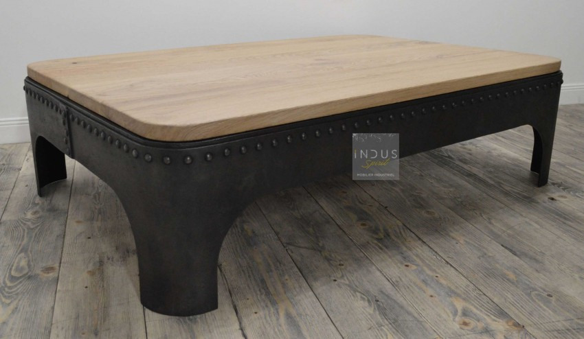 Table basse rivetée