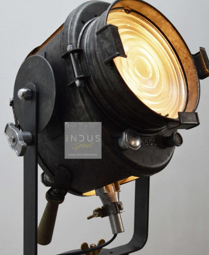 Projecteur Cremer sur trépied