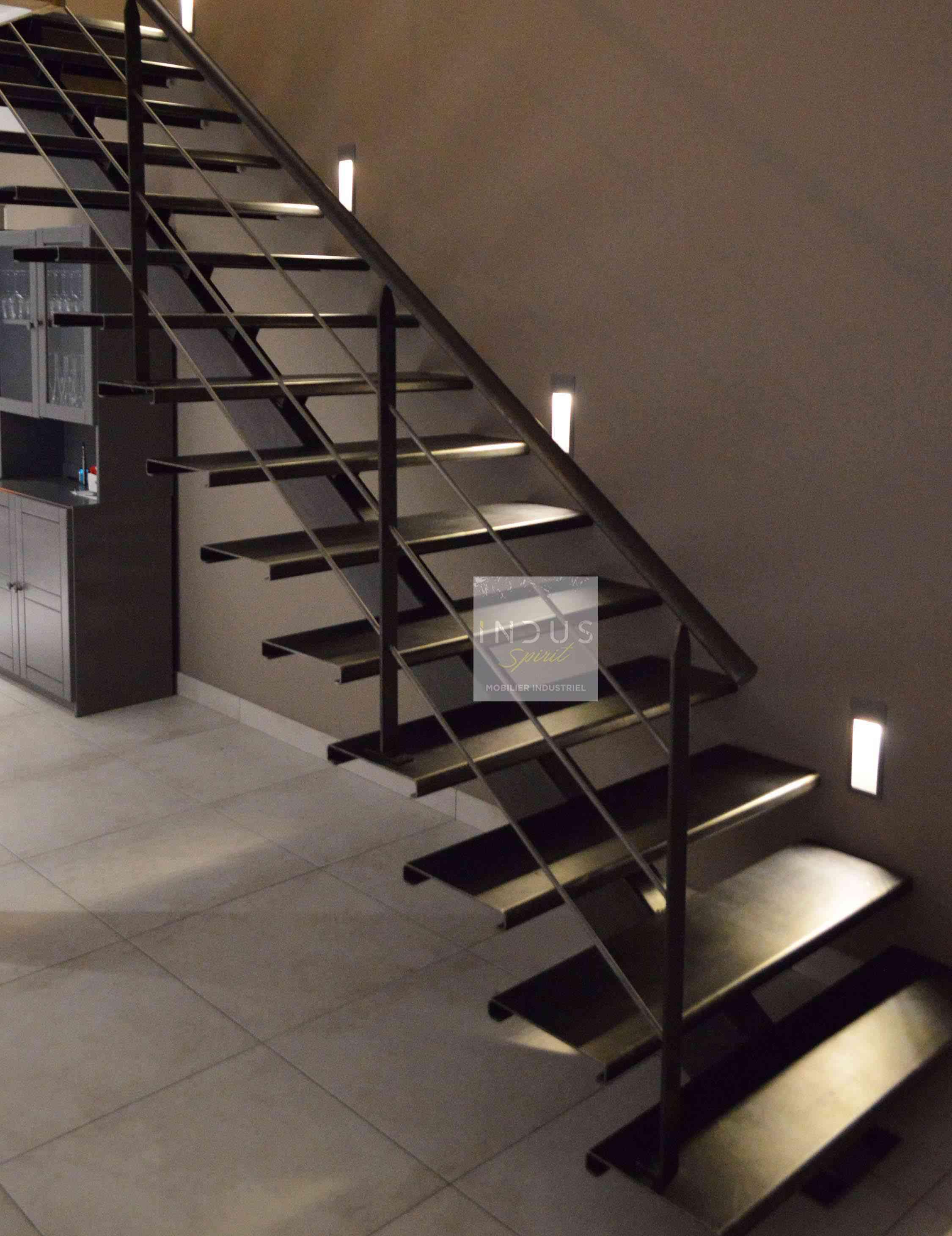 escalier-style-industriel-sur-mesure.jpg