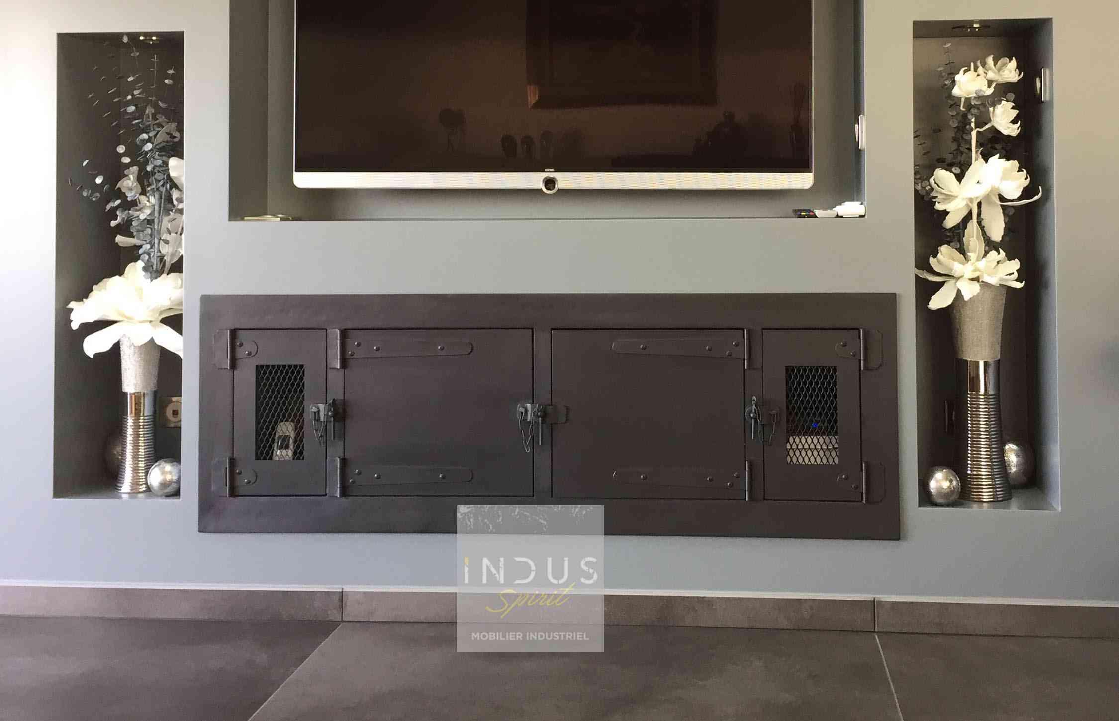 meuble-TV-industriel-sur-mesure-intégré.jpg