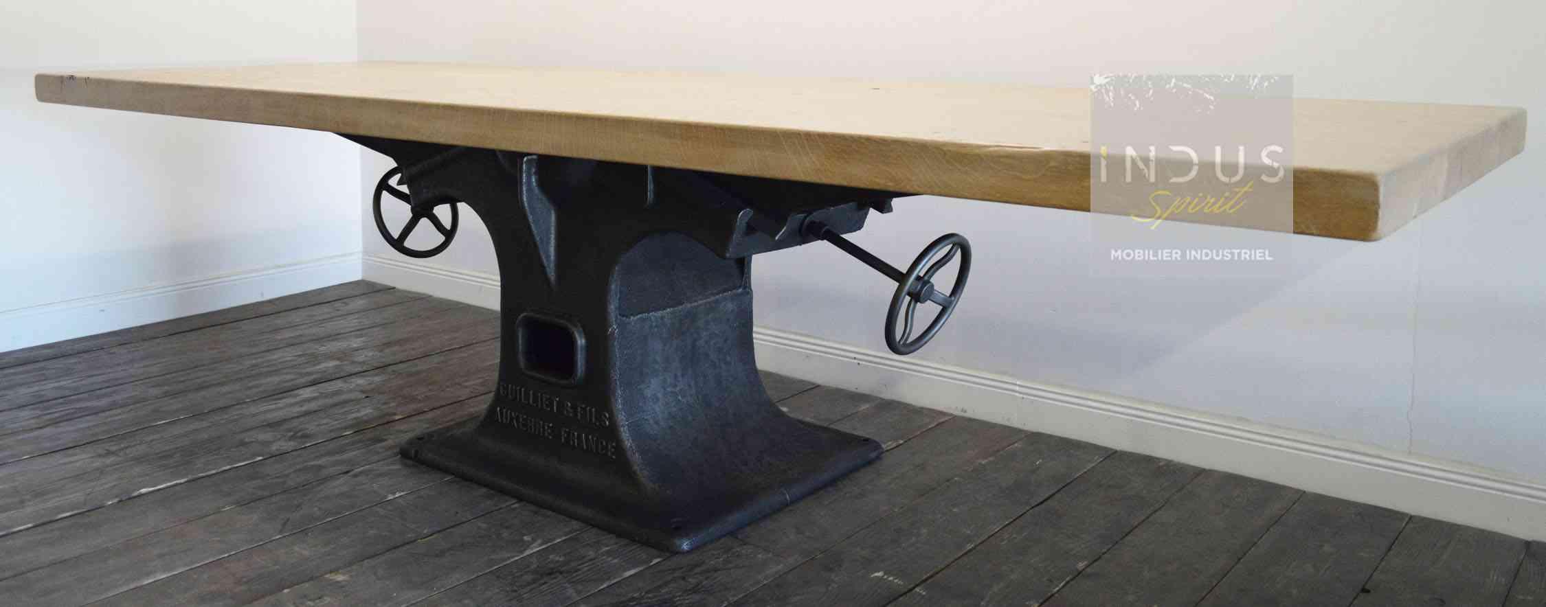table-industrielle-bois-et-metal-sur-mesure.jpg