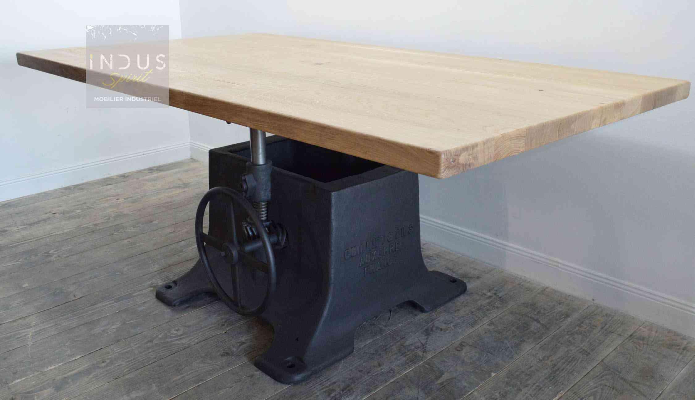 table-industrielle-réglable-hauteur-sur-mesure.jpg