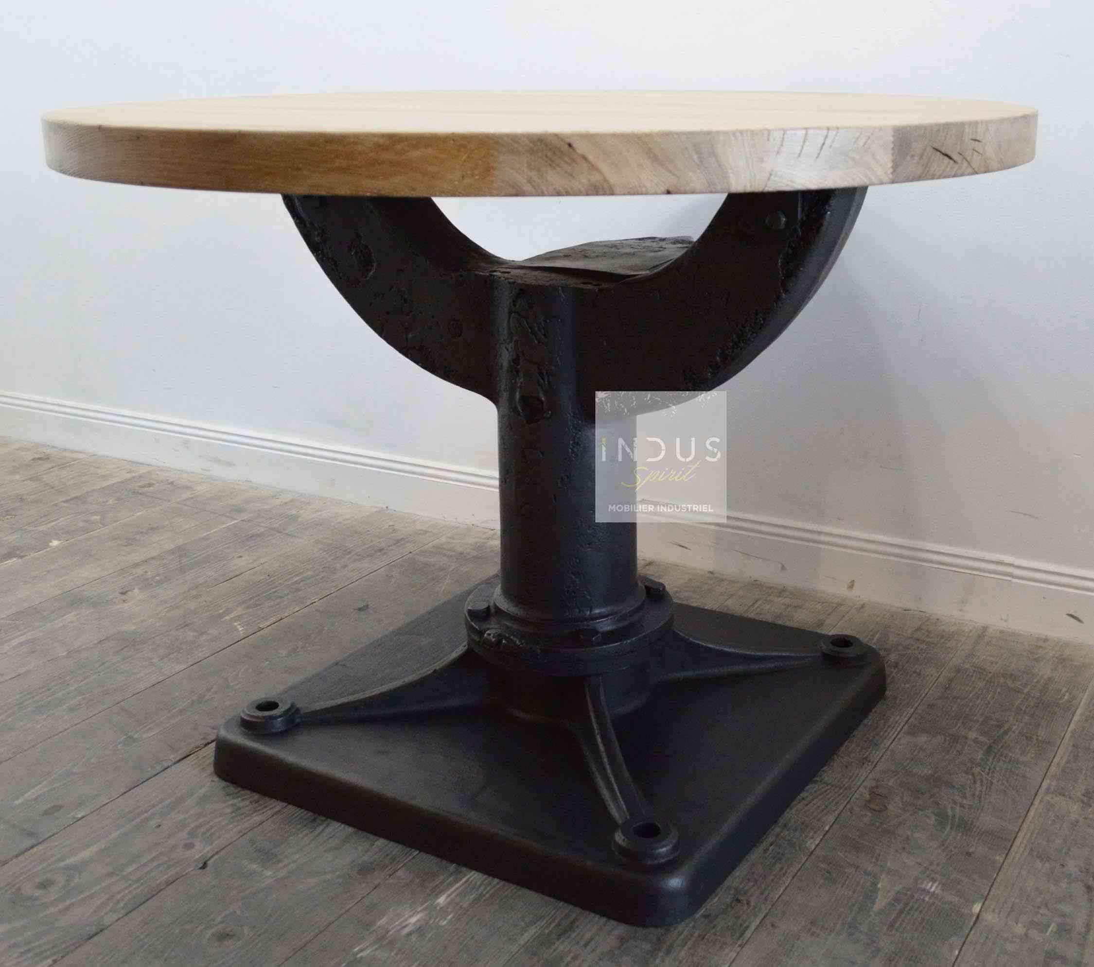 table-industrielle-ronde-sur-mesure.jpg